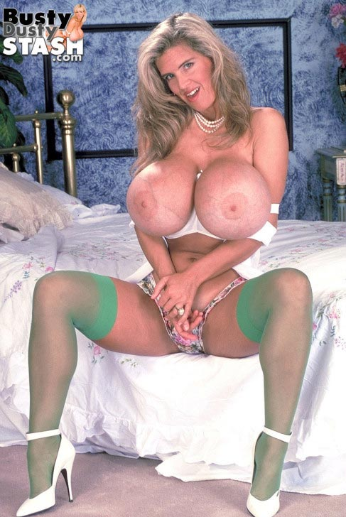 busty-dusty-in-green-stockings17