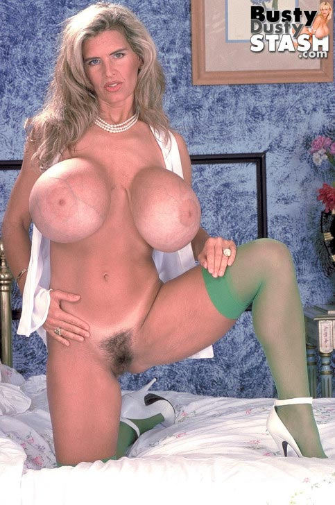 busty-dusty-in-green-stockings38
