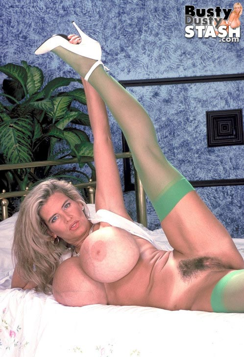 busty-dusty-in-green-stockings59