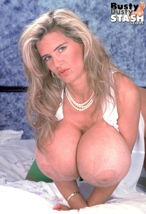 busty-dusty-in-green-stockings70