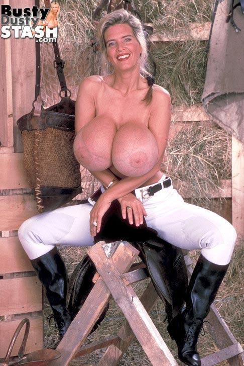 busty-dusty-in-the-barn18