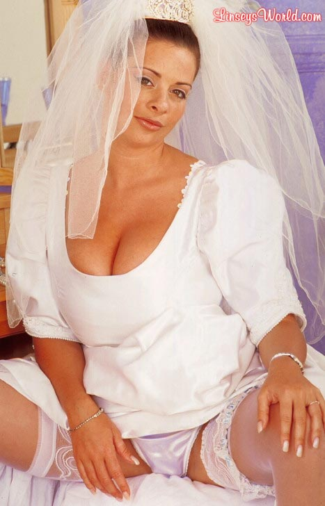 hot-busty-bride-linsey-dawn-mckenzie05
