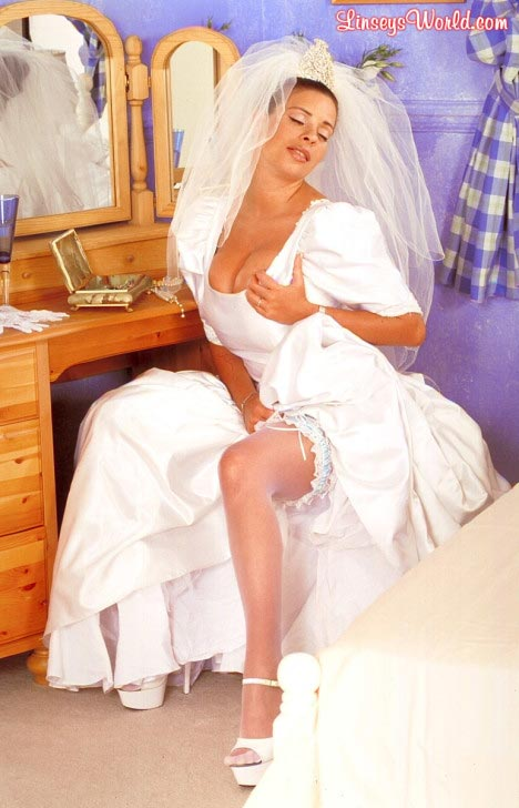 hot-busty-bride-linsey-dawn-mckenzie06