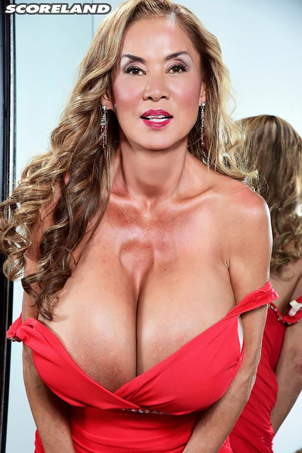 minka-returns-with-this-red-dress04