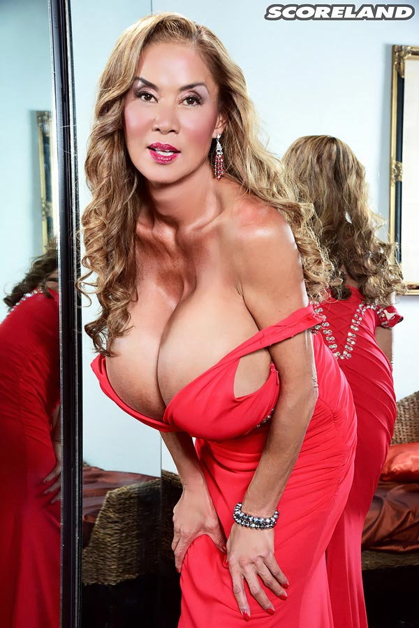 minka-returns-with-this-red-dress05