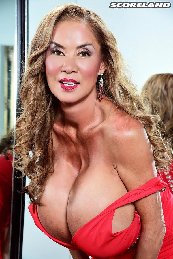 minka-returns-with-this-red-dress06
