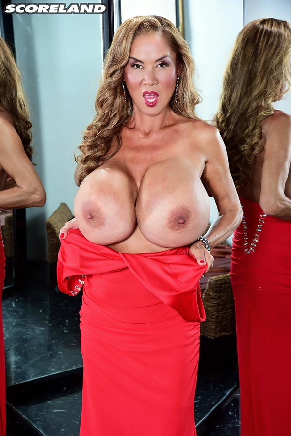 minka-returns-with-this-red-dress15