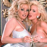 sarenna-lee-and-traci-topps-in-white-bed01