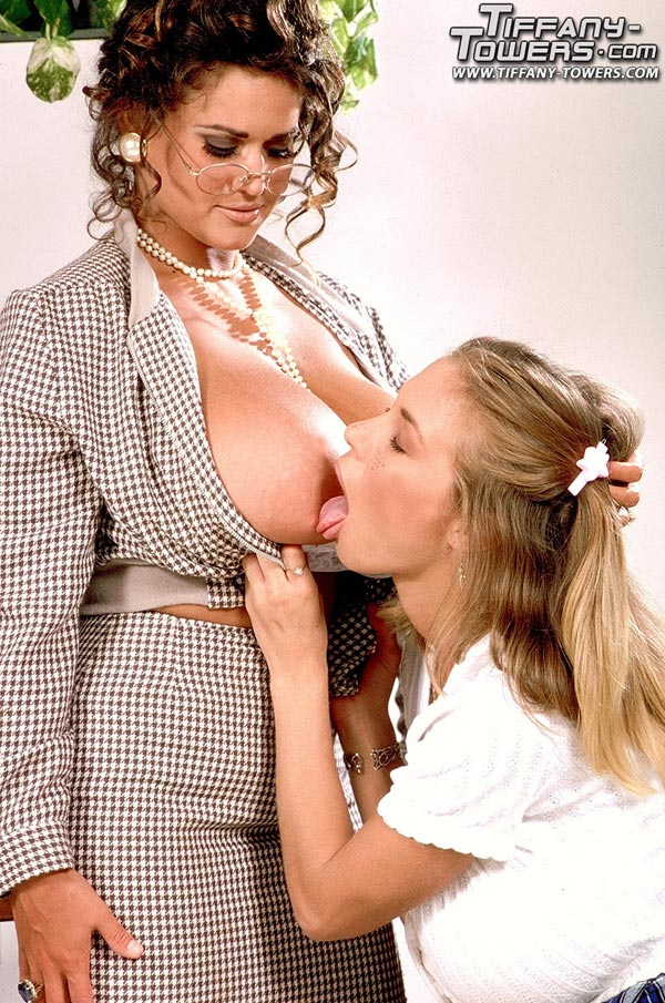 tawny-peaks-and-tiffany-towers-in-busty-teacher-925314787_00006_123_117lo