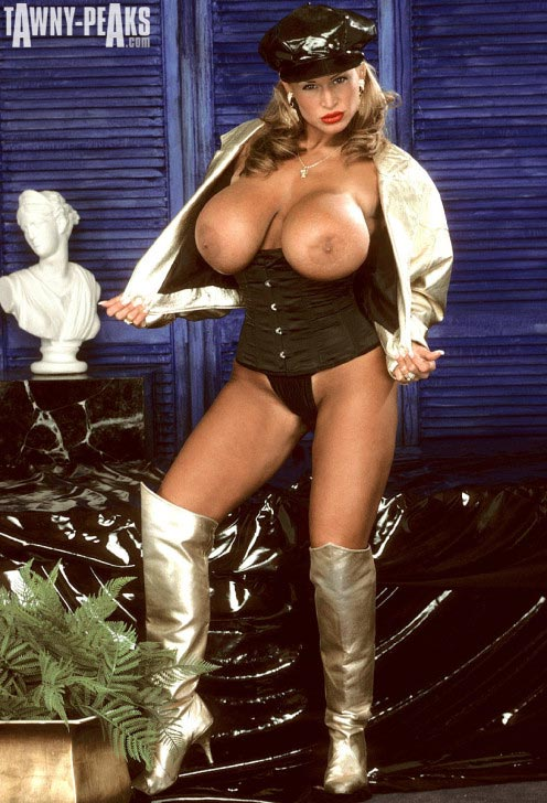 tawny-peaks-gold-jacket-and-boots114