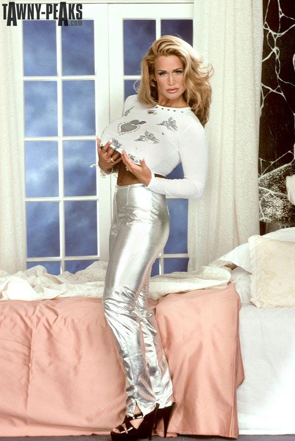 tawny-peaks-in-silver-pants01