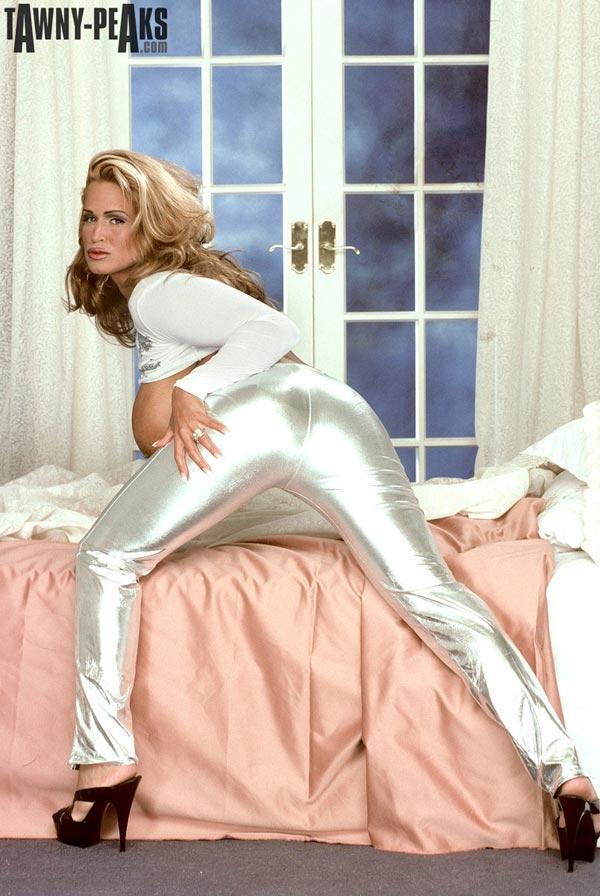 tawny-peaks-in-silver-pants05