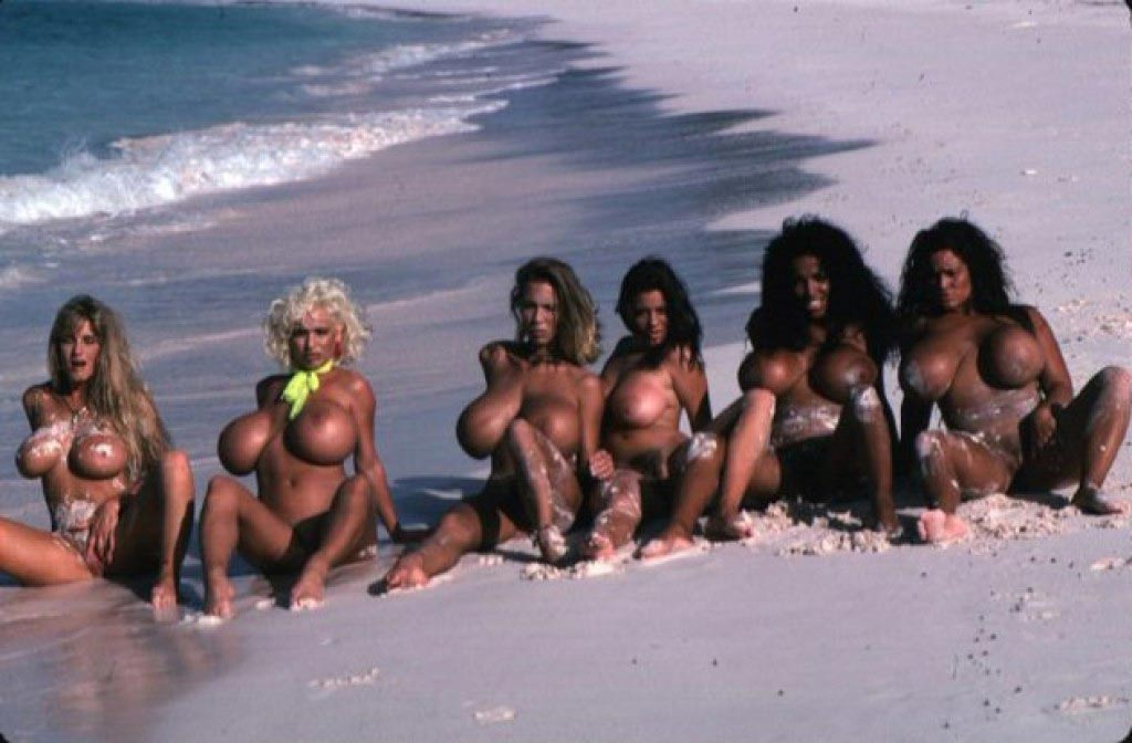 the-bustiest-beach-babes-in-the-world106