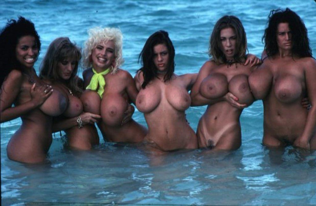 the-bustiest-beach-babes-in-the-world113