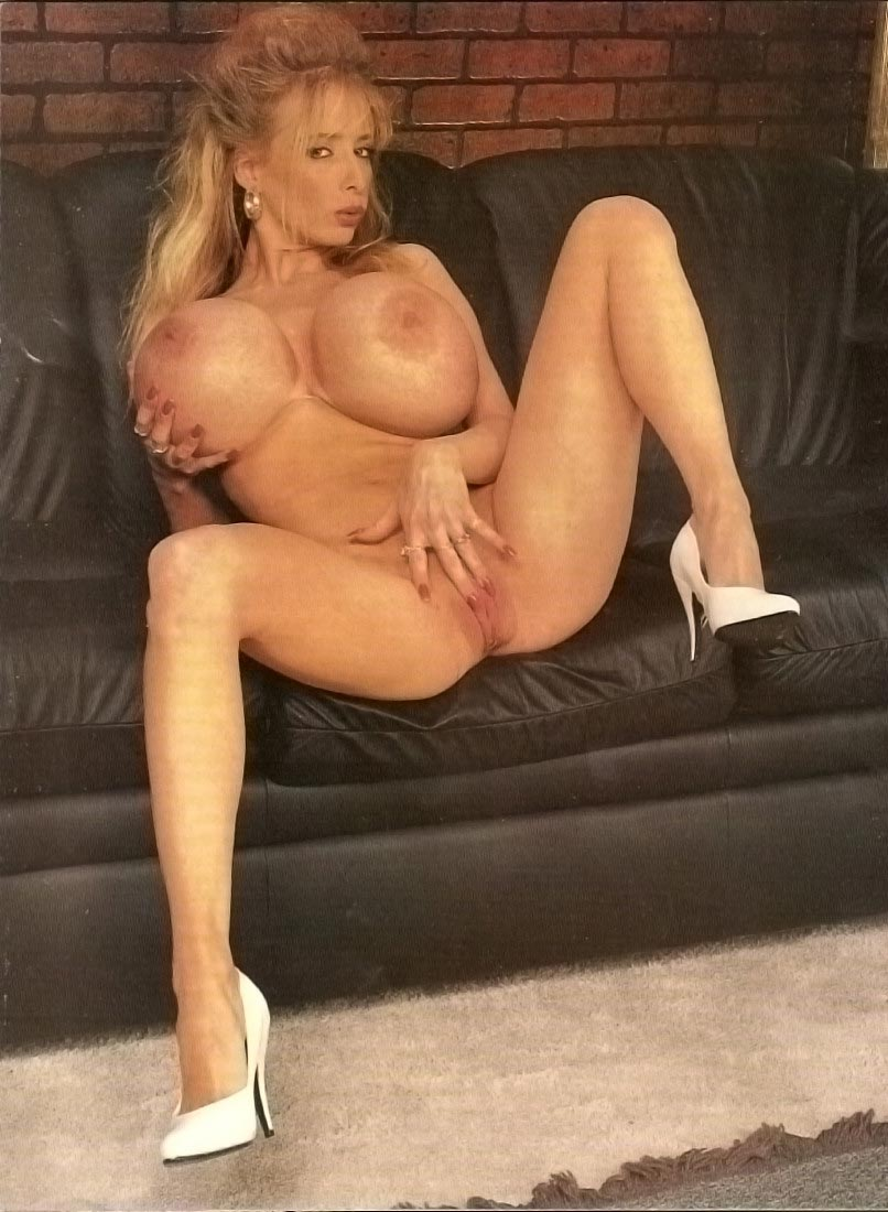 wendy-whoppers-classic-giant-tits-in-a-magazine7