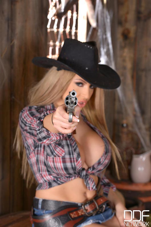 anastasia-sweet-in-a-cow-girl-cleavage-outfit003