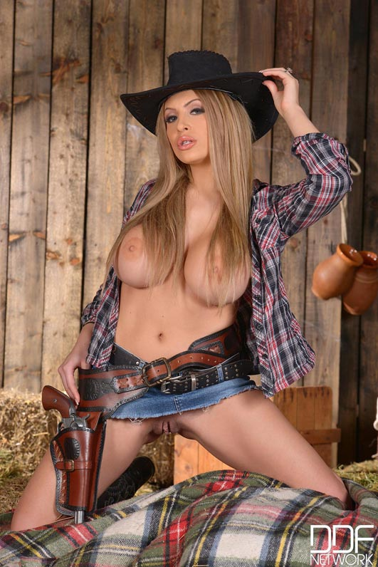 anastasia-sweet-in-a-cow-girl-cleavage-outfit009