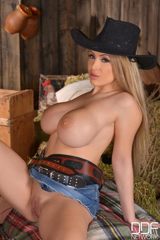 anastasia-sweet-in-a-cow-girl-cleavage-outfit010