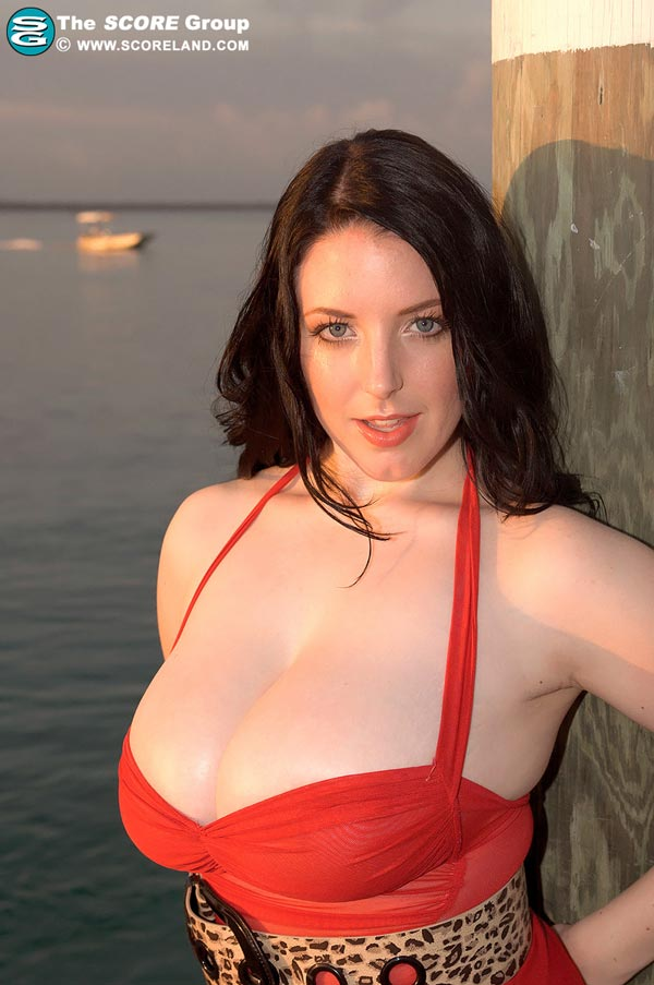 angela-white-in-a-red-dress-at-the-pier06