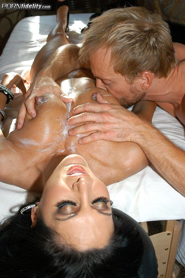 ava-addams-and-kelly-madison-in-threesome-action04