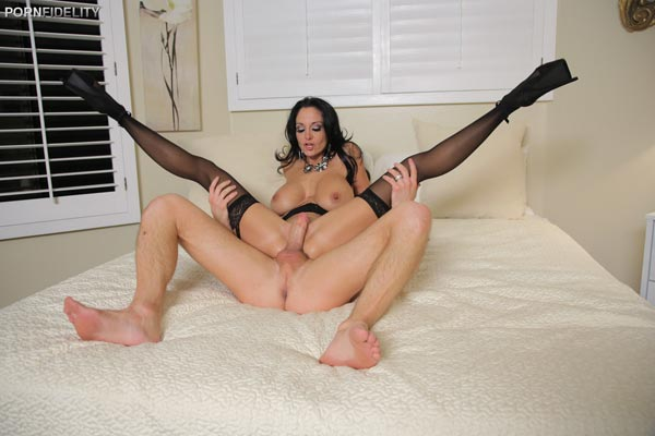 ava-addams-fucks-on-a-rainy-day12