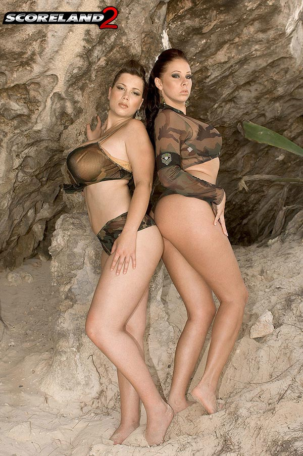 big-natural-babes-gianna-michaels-and-terry-nova-in-paradise01