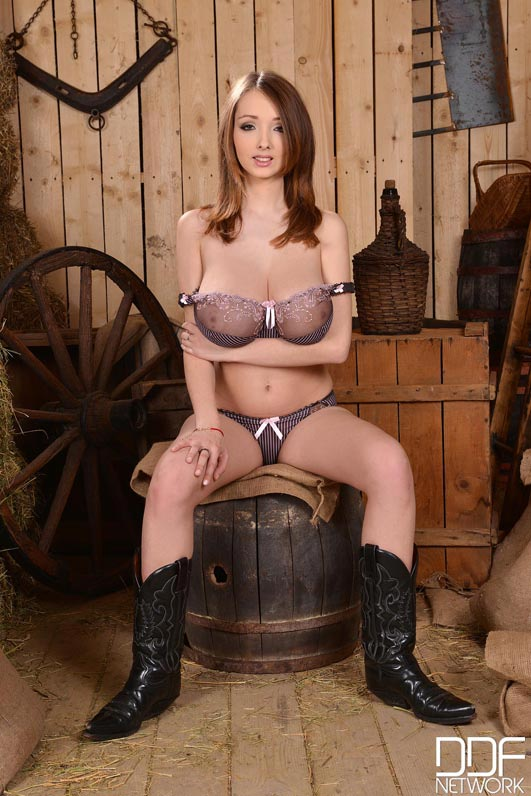 busty-cow-girl-lucie-wilde002
