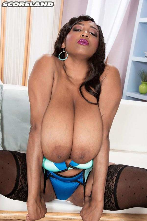 busty-ebony-rachel-raxxx-in-blue-undies16