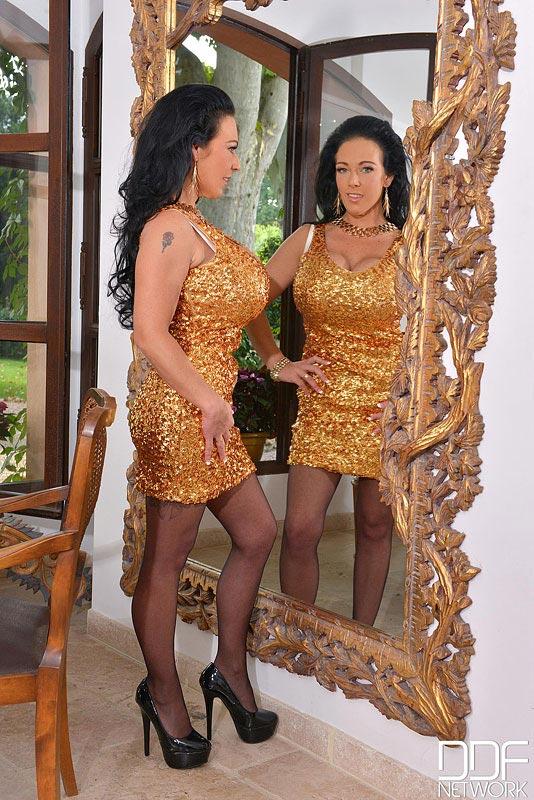 classy-delzangel-in-front-of-the-mirror001