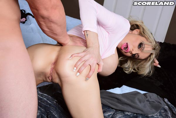 danielle-derek-gets-fucked-for-her-cum-back16