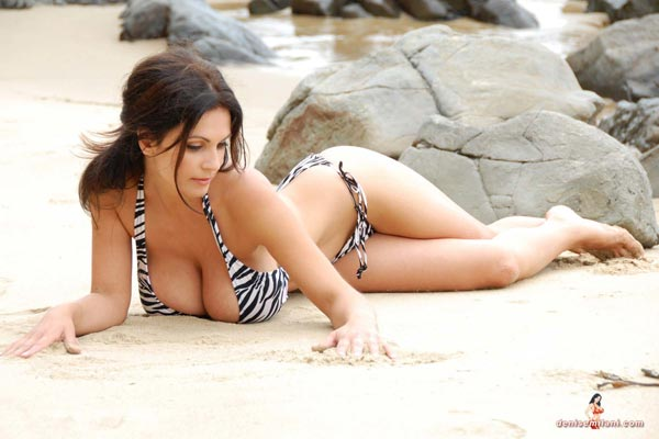 denise-milani-bikini-beach-zebra08
