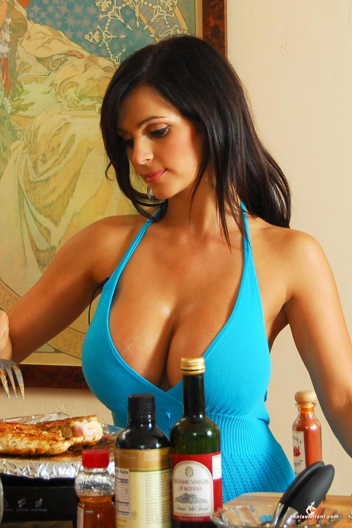 denise-milani-cooking-in-the-kitchen003