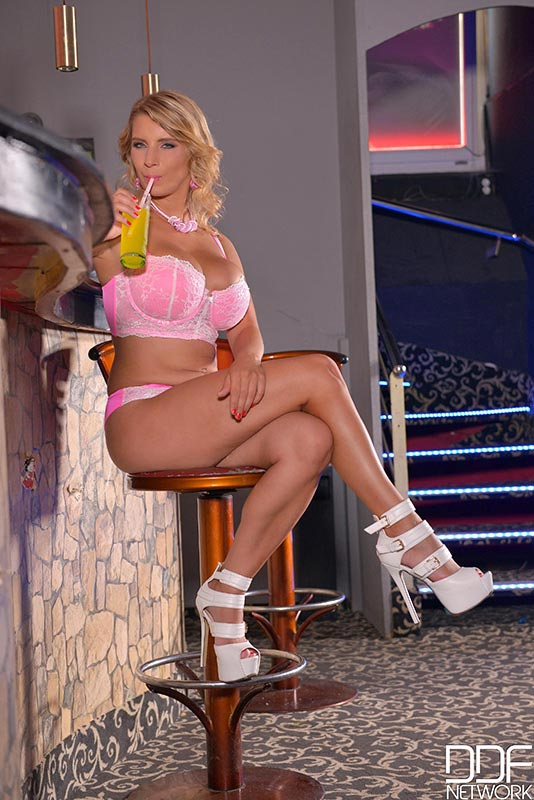 horny-and-insatiable-blonde-katerina-hartlova-loves-playing-with-big-tits-and-puss001