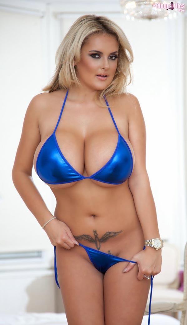 katie-thornton-in-blue-bikini_06