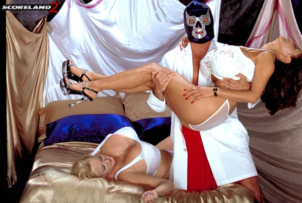 kayla-kleevage-and-minka-vs-blue-balls01