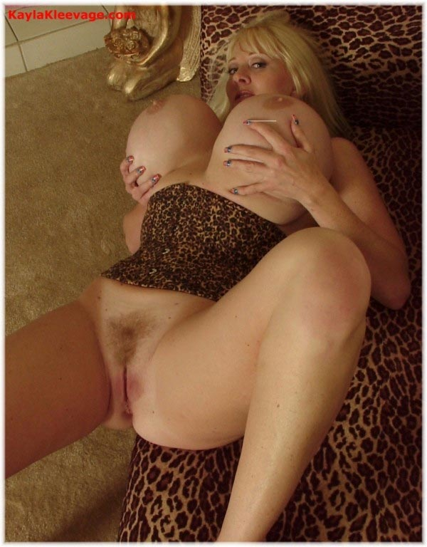 kayla-kleevage-in-leopard-lingerie8