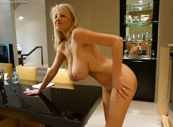 kelly-madison-masturbating-in-a-las-vegas-hotel-room03