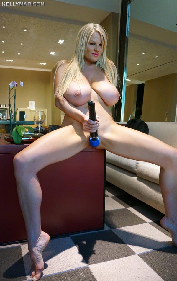kelly-madison-masturbating-in-a-las-vegas-hotel-room10