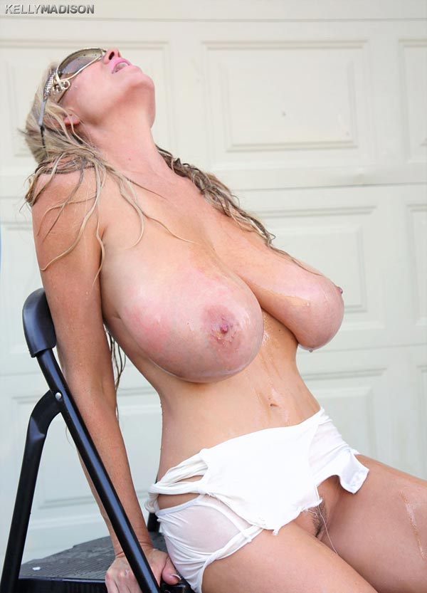 kelly-madison-wet-and-oiled07