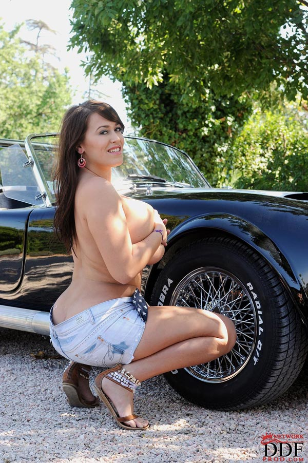 leanne-crow-exposing-her-massive-tits-next-to-a-classic-car_51009055
