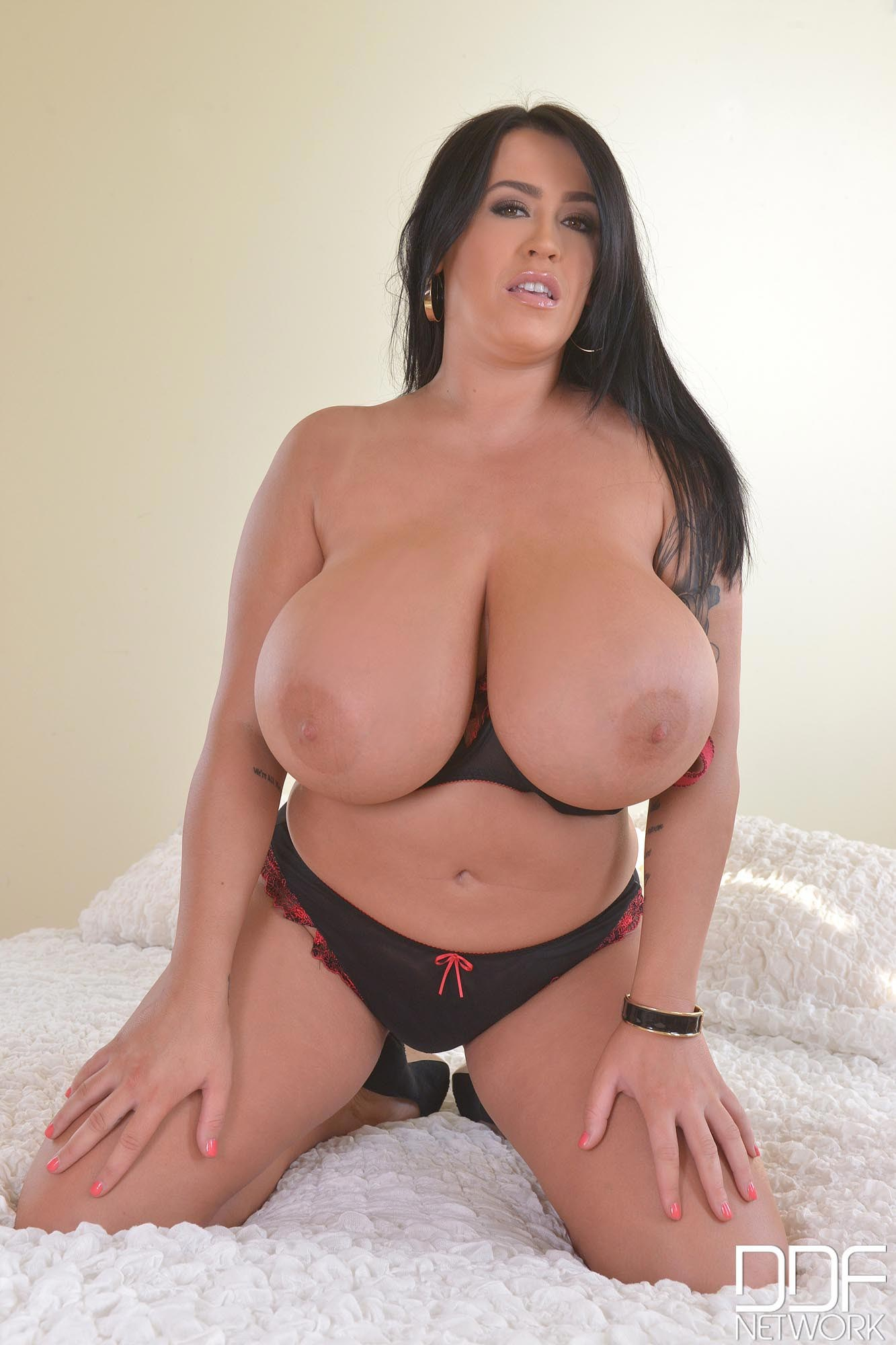 leanne-crow-in-bed52774027