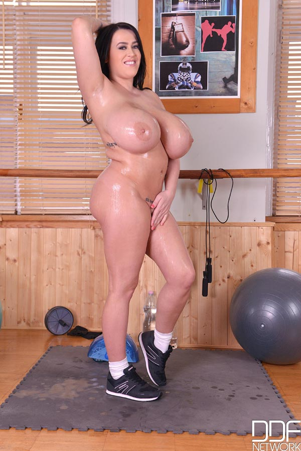 leanne-crow-wet-work-out-52777053
