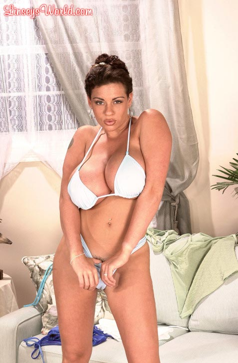 linsey-dawn-mckenzie-trying-out-bikinis127