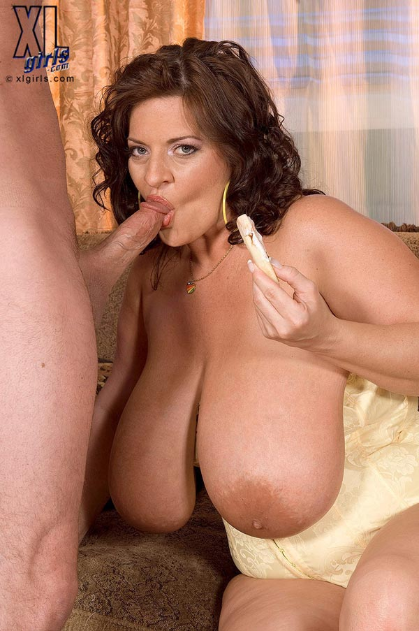 maria-moore-eating-and-fucking09