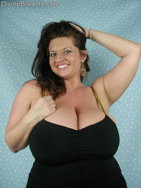 maria-moore-in-a-black-sexy-dress-big-boobs-3
