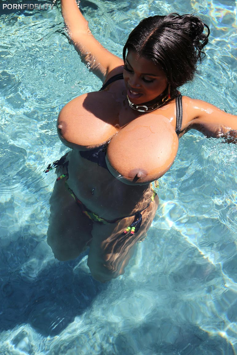maserati-gets-fucked-after-relaxing-at-the-pool03