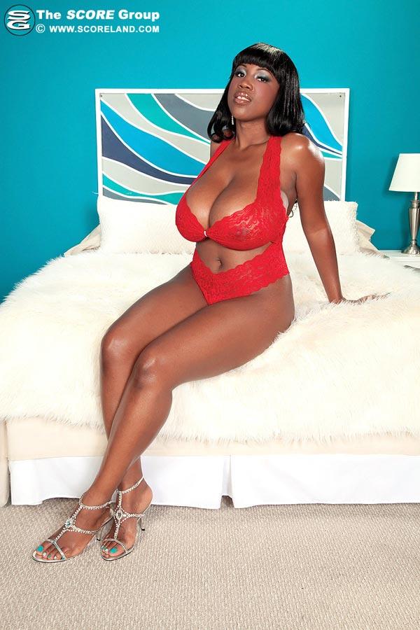 maserati-in-red-lingerie-masturbates-in-bed06