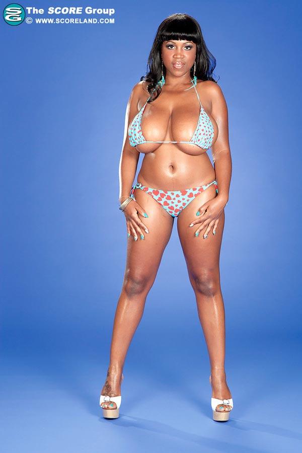 oily-maserati-in-different-small-bikinis01