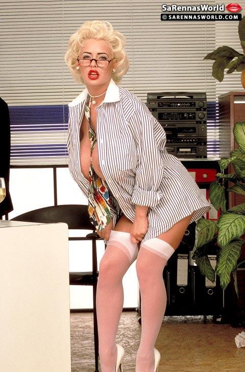 sarenna-lee-having-a-blast-in-the-office01