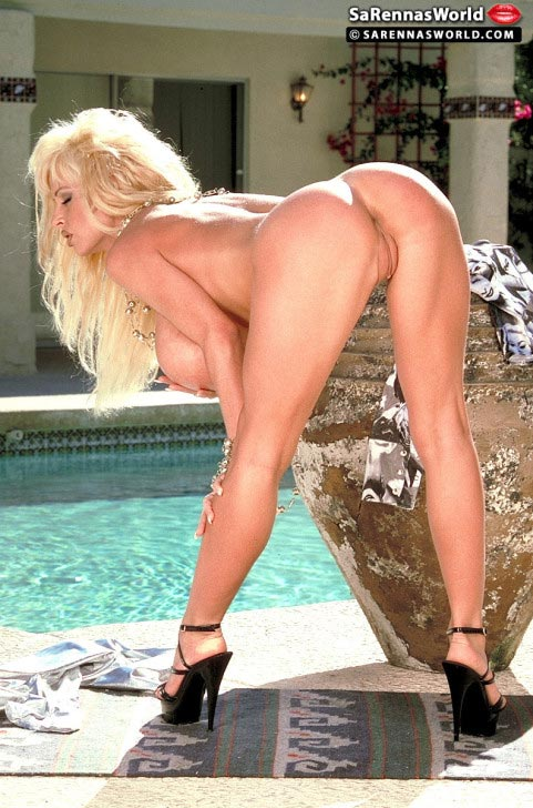 sarenna-lee-sexy-babe-at-the-pool35